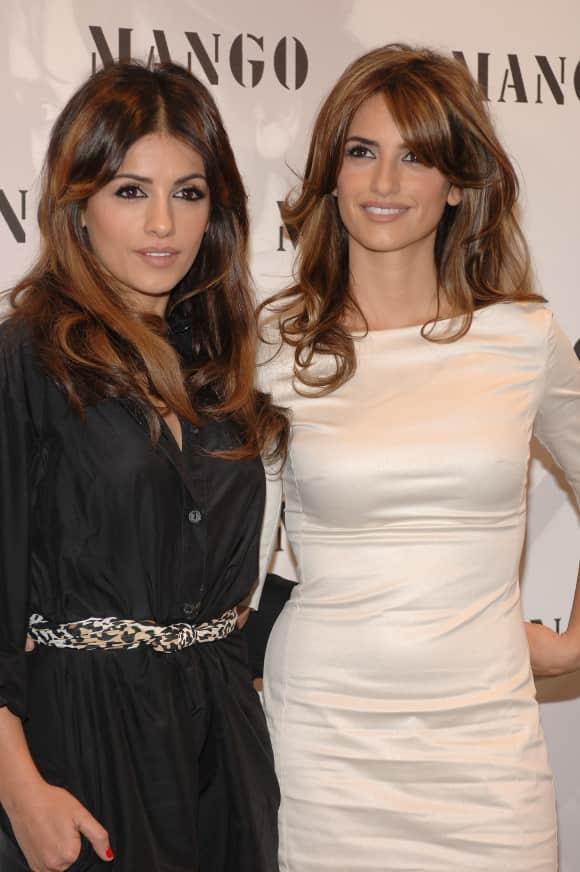 Mónica Cruz and Penélope Cruz