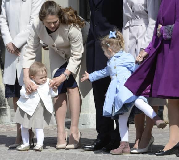 Die Cousinen Leonore und Estelle beim Geburtstag ihres Großvaters Carl Gustaf von Schweden