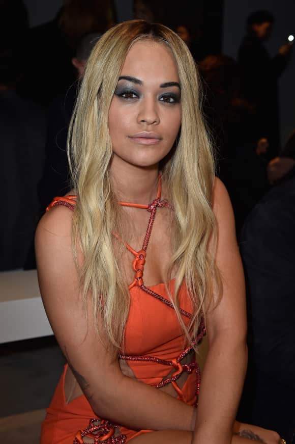 Sängerin Rita Ora auf der Paris Fashion Week 2016