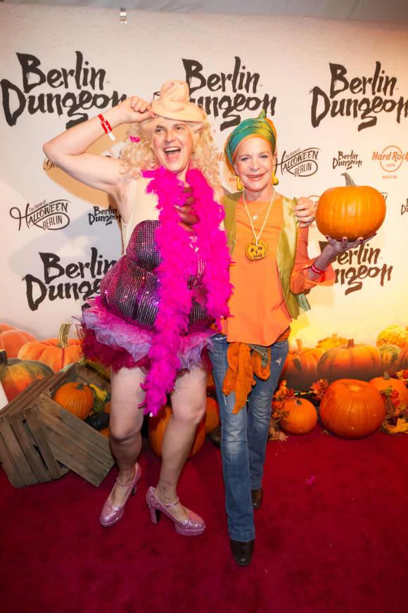 Rolf Scheider und Barabara Engel an Halloween 2015 Kostüme Schwein