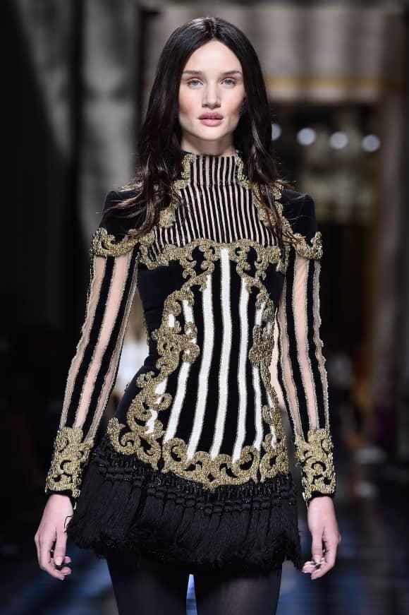 Rosie Huntington-Whiteley Fashion Week Paris Balmain braune Haare