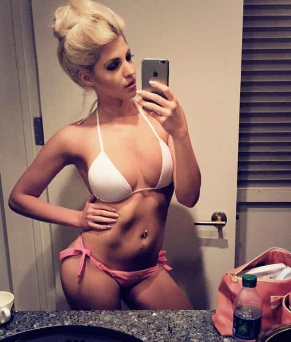 Sarah Nowak zeigt gerne ihre sexy Kurven Playboy Bikini Figur