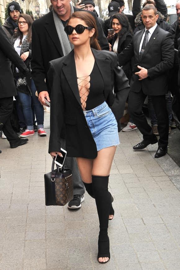 Schauspielerin Selena Gomez mit freizügigem Outfit