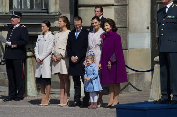 Sofia Hellqvist, Prinzessin Madeleine, Prinz Daniel, Prinzessin Victoria, Prinzessin Estelle und Königin Silvia beim Geburtstag von König Carl Gustaf