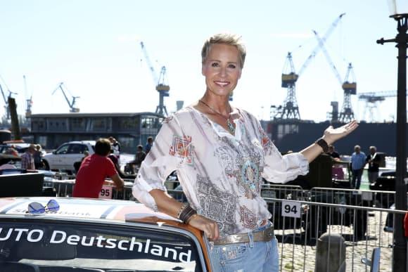 Sonja Zietlow beim Start einer Rallye am Hamburger Fischmarkt, Ich bin ein Star - Holt mich hier raus!, RTL