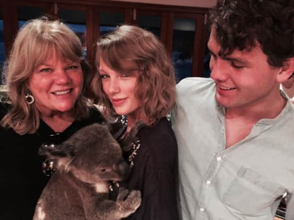 Taylor Swift with her mother and the cutest koala bear