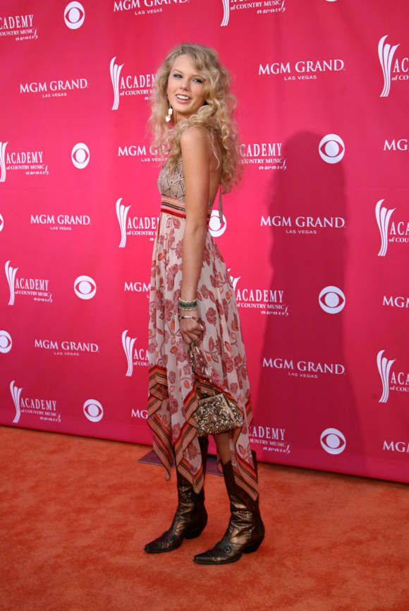Taylor Swift bei den 41. Annual Academy of Country Music Awards