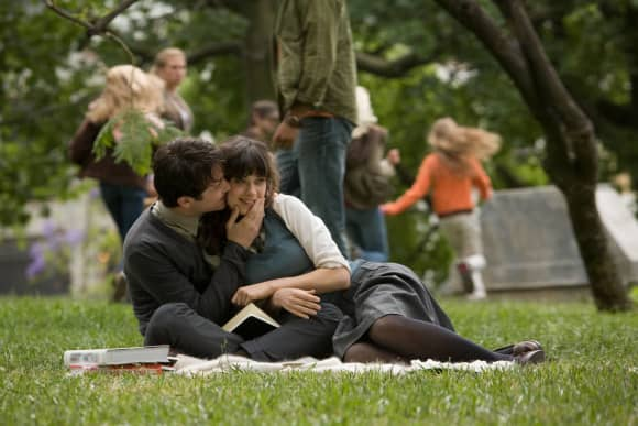Zooey Deschanel and Joseph Gordon-Levitt in (500) Days Of Summer Scene