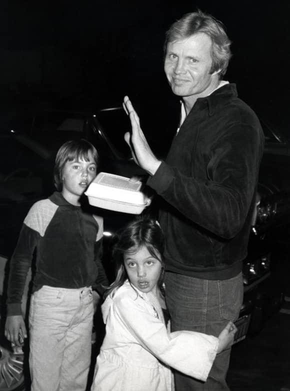 Angelina Jolie, James Haven und Jon Voight im Jahr 1980
