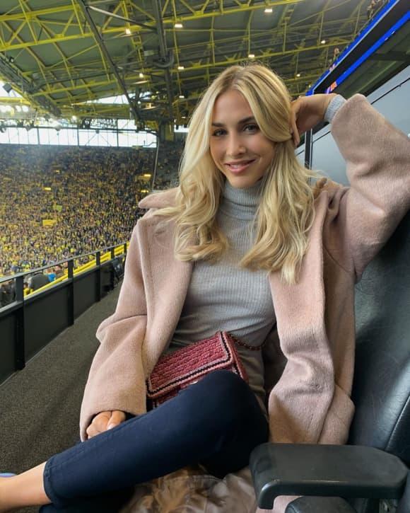 Ann-Kathrin Götze mit blondem Haar auf Instagram 2019