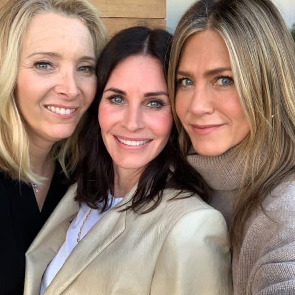 """Zu ihrem 55. Geburtstag feiert Courteney Cox Reunion mit ihren """"Friends""""-Co-Stars Lisa Kudrow und Jennifer Aniston"""