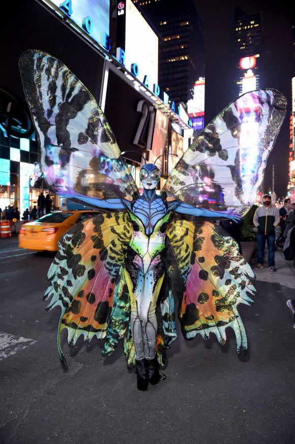 Heidi Klum am Halloween 2014 als überdimensionales Insekt