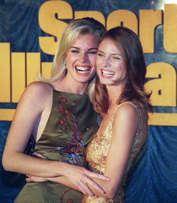 "Rebecca Romijn und Heidi Klum bei ""Sports Illustrated"" 1998"