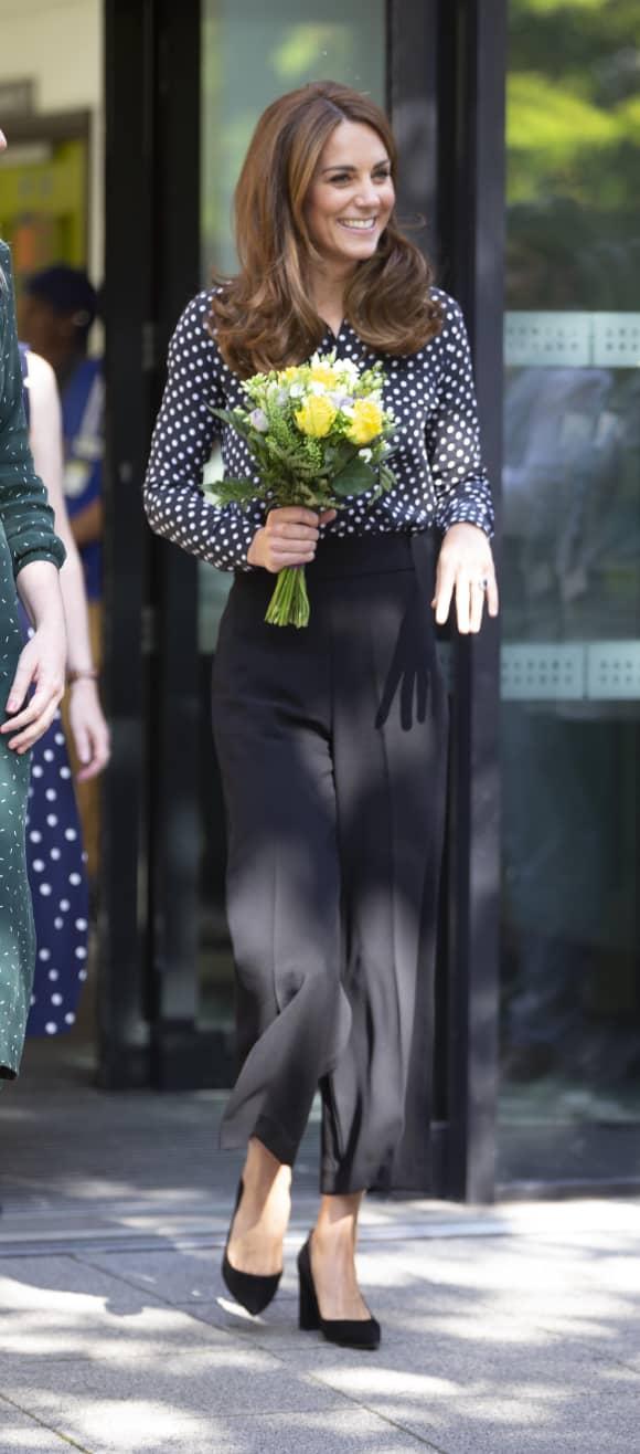 Herzogin Kate begeistert mit ihrem Look beim Besuch eines Gesundheitszentrums