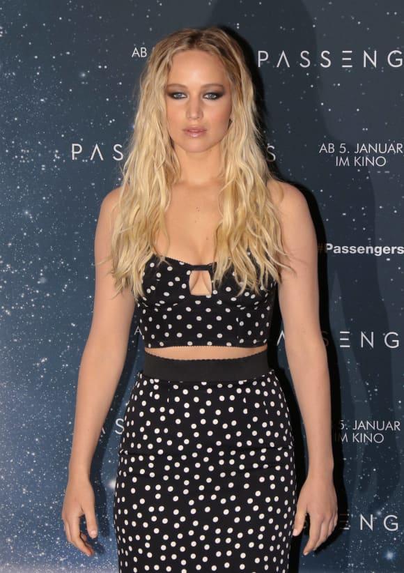 Jennifer Lawrence zeigt sich bauchfrei