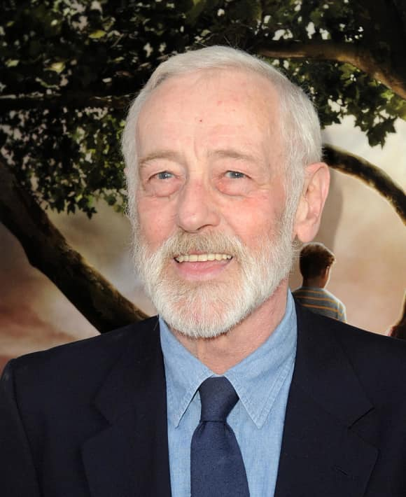 John Mahoney passed away on February 4, 2018 from throat cancer.