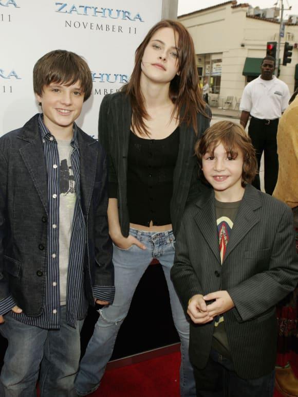 """Josh Hutcherson, Kristen Stewart und Jonah Bobo bei der Premiere von """"Zathura"""" 2005"""