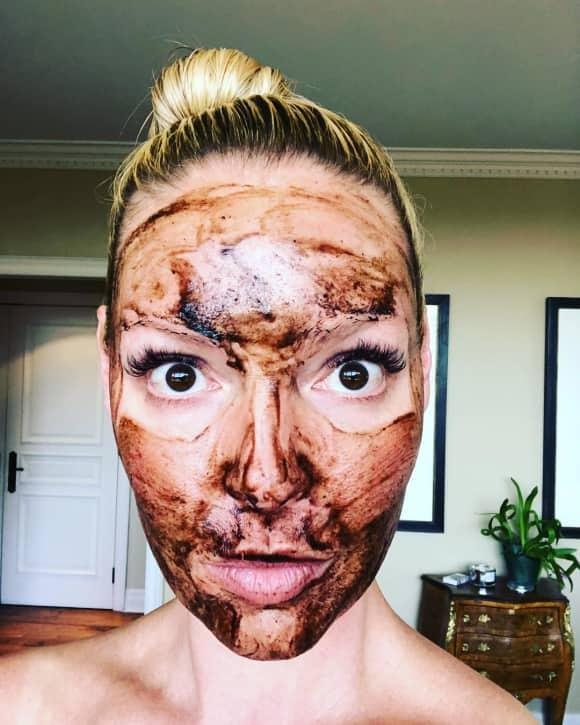 Katherine Heigl in der Maske Instagram