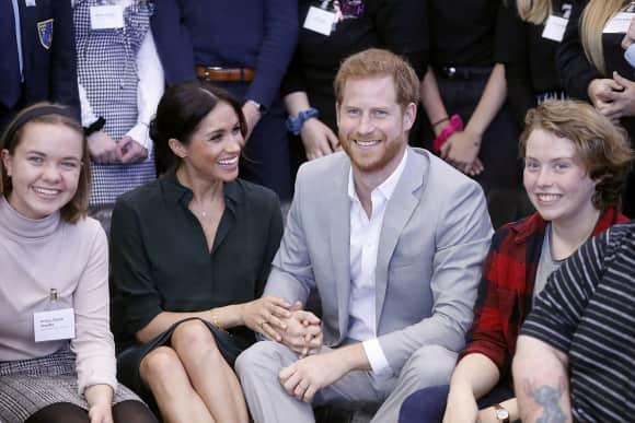 Herzogin Meghan und Prinz Harry halten Händchen