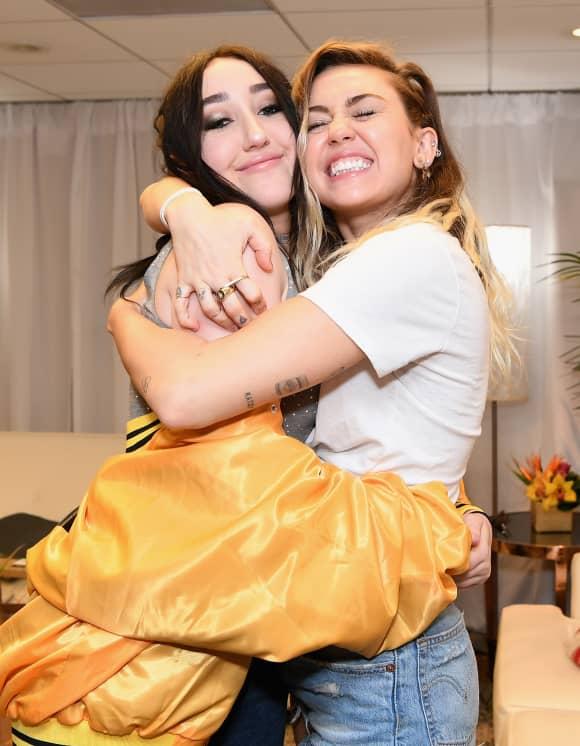 Noah Cyrus und ihre Schwester Miley Cyrus