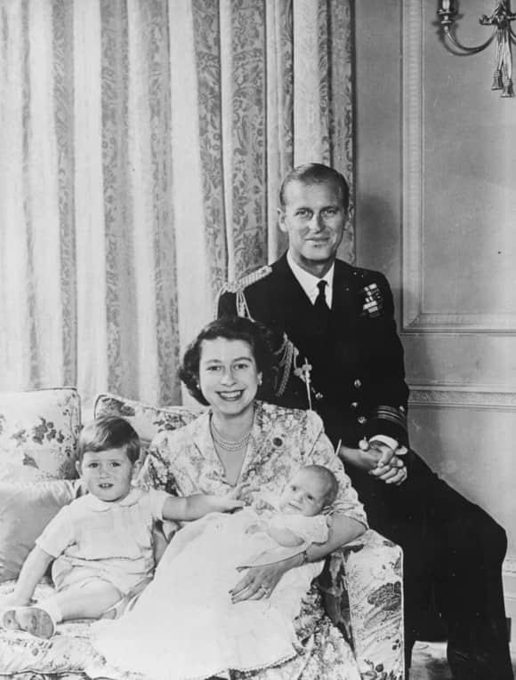 Königin Elisabeth und Prinz Philip mit ihren Kindern Prinz Charles und Prinzessin Anne