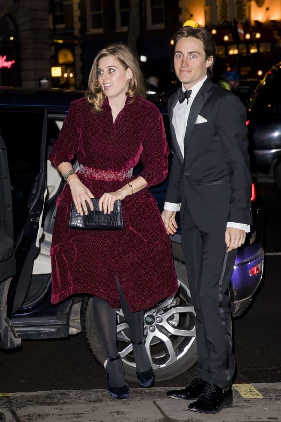 Prinzessin Beatrice und Edoardo Mapelli Mozzi im schicken Aufzug bei einer Gala